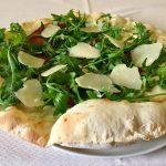 pizza-bresaola-rucola-e-parmigiano